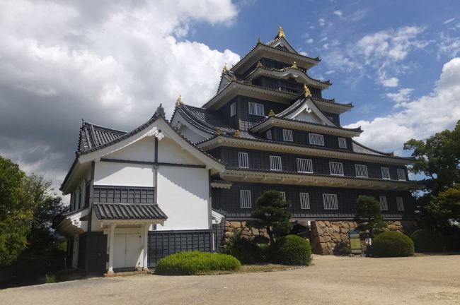 JALのどこかにマイルを申し込んだところ、今回は岡山となったので、岡山から瀬戸大橋を渡り、香川県、愛媛県のお城を回った後、かつての宇高連絡船の航路で岡山に戻り、岡山城を見学してきました。