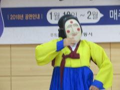 韓国 「行った所・見た所」 安東河回マウルに入って仮面劇を見る