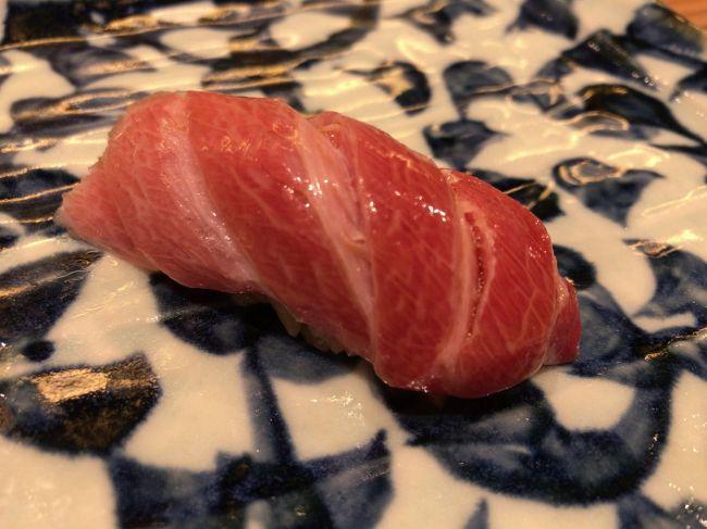 ◇ 東京都・六本木『アーバンスタイル六本木』B1F<br />【ビフテキのカワムラ】六本木店で神戸ビーフを堪能します♪<br /><br />◇ すぐ前にANAのビジネスクラスに搭乗した際にお世話になっている<br />六本木【Restaurant Ryuzu(レストラン リューズ)】も入っています。<br />機内サービス、いつもおいしくいただいております。<br /><br />ミシュランガイド 東京・横浜・湘南 2012 1つ星獲得<br />ミシュランガイド 東京・横浜・湘南 2013 2つ星獲得<br />ミシュランガイド 東京・横浜・湘南 2014 2つ星獲得<br />ミシュランガイド 東京 2015 2つ星獲得<br />ミシュランガイド 東京 2016 2つ星獲得<br />ミシュランガイド 東京 2017 2つ星獲得 <br /><br />◇ 東京都・六本木『グランドハイアット東京』2F<br /><br />オールデイダイニング【フレンチキッチン】のランチブッフェ。<br /><br />◇ 東京都・西新宿『ヒルトン東京』1F【マーブルラウンジ】<br /><br />2018年9月14日から「アリス in ハロウィーン・トリック 」デザート<br />ビュッフェがスタート!<br /><br />赤と黒で統一されたアリスの世界に一歩足を踏み入れるとそこには、<br />ハロウィーンに因んだ5つのトリックが!<br />大人かわいいアリスのスイーツと軽食、ハロウィーンスイーツなど<br />全30種類以上がビュッフェ台に並びます。<br /><br />◇ 1F 【ショコラブティック by Weiss】<br /><br />フランスの高級ショコラメゾンWeiss(ヴェイス)とのコラボレーションに<br />よりオープン。<br /><br />◇ 2F 【パティセリーFILOU】<br /><br />◇ 2F 中国料理【王朝】<br /><br />2017年にヒルトン東京のエグゼクティブ・ペストリーシェフに着任した<br />播田修氏のデザート&「王朝」点心ランチは 3,000円です。<br /><br />完全に生まれ変わったヒルトン東京のダイニングフロアにあって唯一、<br />中国料理の【王朝】だけがTSUNOHAZU誕生以前に存在したレストラン<br />の名を引き継いでいます。伝統的な王朝の味は継承しつつ、<br />専用北京ダックオーブンの導入や新しい100種類のメニューで贈る<br />「王朝の味覚」など、深化し続ける【王朝】。<br /><br />◇ 東京都・新宿『小田急ホテルセンチュリーサザンタワー』20F<br /><br />2018年3月19日、【サザンタワーダイニング】がオープン!<br />2017年2月6日にオープンしたラウンジ【サウスコート】の<br />アフタヌーンティーはアルコールもいただけます♪<br /><br />◇ 東京都・六本木『六本木ヒルズ』六本木けやき坂通り 1F<br />【bricolage bread &amp; co.】<br /><br />2018年6月11日、ベーカリー・ダイニング・カフェ【ブリコラージュ <br />ブレッド アンド カンパニー】がオープン!<br /><br />大阪のブーランジェリー「ル・シュクレクール」、ミシュラン二つ星に<br />輝くフレンチレストラン「レフェルヴェソンス」、ノルウェー・オスロ<br />のコーヒーブランド「FUGLEN」、この魅力的な3店舗が<br />コラボレーションした店が誕生。パンの豊かさを満喫できるようにと<br />考えられた店内には、パンが並ぶカウンターの隣にコーヒースタンドを<br />併設。さらに奥にはカフェダイニングが続き、ここでは二つ星レストラン<br />が提案するデイリーなパン料理が楽しめます。<br /><br />◇ 東京都・渋谷区『東京オペラシティ』53F<br /><br />2015年11月、鉄板焼き・すき焼き・しゃぶしゃぶ・会席料理<br />【松阪牛 よし田】がオープン!<br /><br />絶品松阪牛を食べねば(^^)/ ランチメニューがかなりお得です。<br /><br />◇ 東京都・赤坂『東京ガーデンテラス紀尾井町』3F <br /><br />焼肉【神楽坂 翔山亭】<br /><br />◇ 4F 【NoMad Grill Lounge】<br /><br />【ノマドグリル・ラウンジ】<br /><br />◇ 東京都・築地 寿司店【築地秀徳本店】(旧 紀之重 築地本店)<br /><br />2014年11月から店名を秀徳本店に変更と