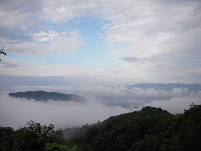 冒頭の写真は、ロテル・ド・比叡からの眺望です。<br /><br />今回は初日に、滋賀の中山道・宿場町 醒井宿(居醒の清水)、鞍馬寺、貴船神社を参拝したあと、貴船川床料理を楽しんでからロテル・ド・比叡に宿泊<br /><br />二日目は、比叡山・東塔参拝後、琵琶湖畔の京懐石「新月」で昼食、その後大原・三千院、白沙村荘・橋本関雪記念館を見学し奈良ホテルに宿泊<br /><br />三日目は、春日大社神殿と本殿正式参拝後、長谷寺、室生寺、赤目四十八滝散策後、名張から近鉄特急と名古屋から新幹線で帰りました。<br /><br />