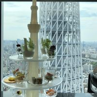 東京スカイツリータウン、ソラマチ31階の眺望抜群ランチ。目黒雅叙園の「和のあかり×百段階段」展
