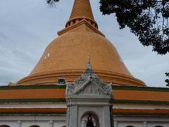 ナコンパトム寺院へ