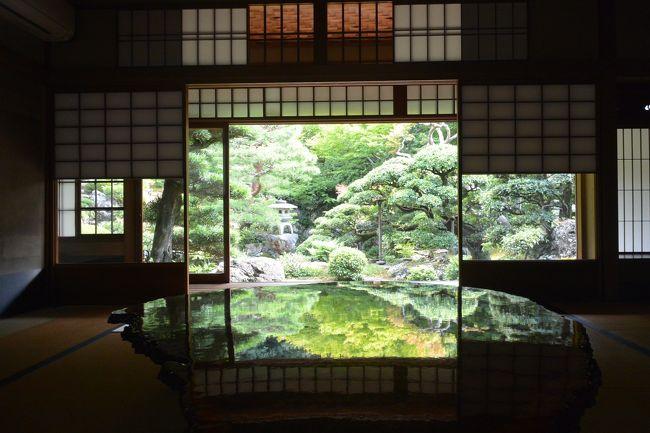 京の夏の旅初登場の旧邸御室。<br /><br />数寄屋造りの見事な邸宅です。<br /><br /><br /><br />数年前までは普通に使われていたようです。<br /><br />2016年に国登録有形文化財に指定され、現在は部屋が貸し出され、さまざまなイベントなどに利用されています。