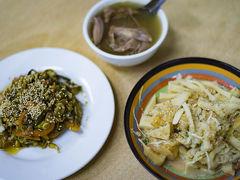 ミャンマー料理教室(1)料理はまず、市場で買い物するところから
