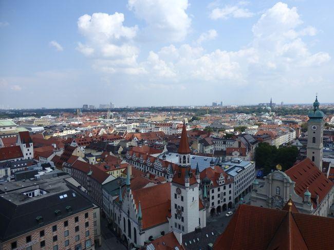 中央ヨーロッパ二人旅。<br />南ドイツ、ハンガリー、チェコは初めての訪問です。<br />個人手配で、あちこち欲張りに訪れてみました!<br /><br />日本も暑かったけれど、ヨーロッパもとっても暑かった、夏の旅です。<br />「2日目」は、ミュンヘン観光の一日です。<br />