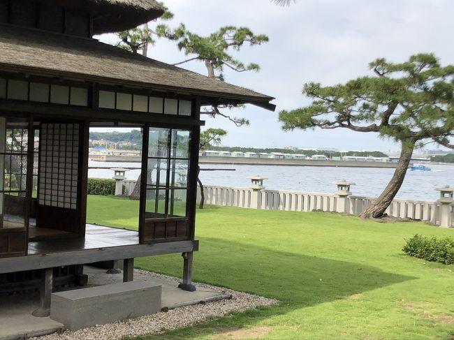 旧伊藤博文金沢別邸が野島公園にある事を知り<br />立ち寄って見ました。<br />海が目の前の古民家で縁側から望む芝生の先は<br />八景島シーパラダイスに<br />こんなに賑やかな施設ができるとは思っていなかったでしょうね~<br />無料で見学できとても癒される処でした。