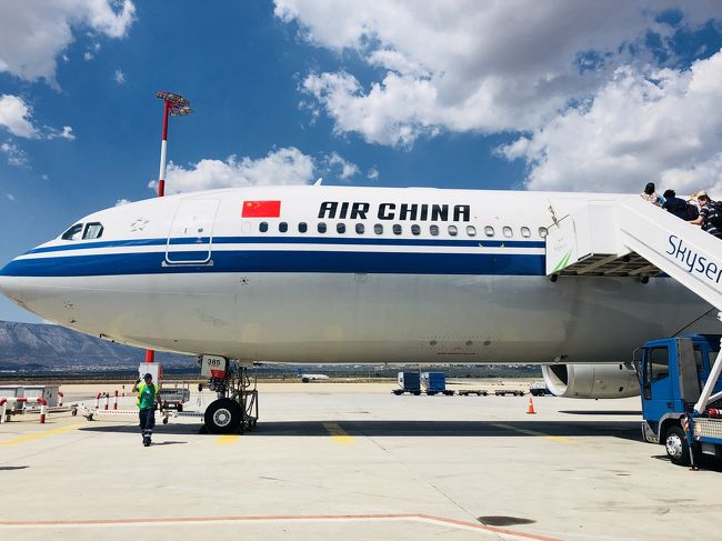 中国国際航空ビジネスクラスで、アテネから北京経由で羽田へ。<br />日本のキャリアよりサービスが劣る部分は多々あるが、安いから許容範囲か。