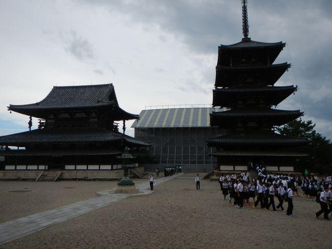 またまたLINEのお友達のANAちゃんから<br />「9月もタイムサービスやってます♪」と連絡が・・。<br />いつもの(笑)那覇便は対象外だったので<br />今回は大阪伊丹便をポチッ。<br /><br />伊丹空港起点に1泊2日の週末旅行・・どこへ行こうかな。<br />ちょうどそのころ地元で「東大寺展」開催中。<br />東大寺の歴史に触れて・・気持ちは大仏様・・仏像様・・。<br />・・・そうだ!「奈良」へ行こう!<br />ということで2度目の奈良・・メインスポットを中心に巡ります。<br /><br />1日目は法隆寺を中心に斑鳩の里をレンタサイクルでのんびり巡ります。<br />え!という道を自転車で通り・・まほろばの風感じることが出来ました。<br /><br /><br />*旅行の概要*<br />9月9日<br />仙台7:45発大阪9:05 ANA732便<br />9月10日<br />大阪19:40発仙台20:55 ANA739便<br /><br />旅割75タイムサービス 19,800円/1人<br /><br /><br />宿泊:ホテルサンルート奈良 1泊 <br />   日本旅行【Webコレクション】ネットスペシャル早いがお得<br />   【禁煙】ツイン(2名~3名1室) バス付き トイレ付き <br />   早割特典朝食付  1室8600円<br />   予約時決済 9/6よりキャンセル料発生<br />   6/15予約<br /><br />    <br />自分自身の旅行の備忘録も兼ねた旅行記です。<br />しつこい旅行記になることをお許し下さい。