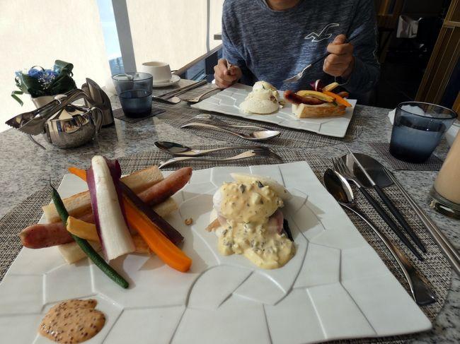 エクシブ湯河原離宮では、バイキングと和洋食の朝食が頂けます。<br /><br />朝は和朝食が落ち着きますが、イタリア料理 マレッタの朝食は朝からこんな贅沢をしてもいいのかと驚かされるようなチョッと変わった朝食で、今回はイタリア料理 マレッタでコース仕立ての朝食を頂きます。<br />