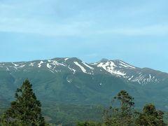 残雪の鳥海山山頂