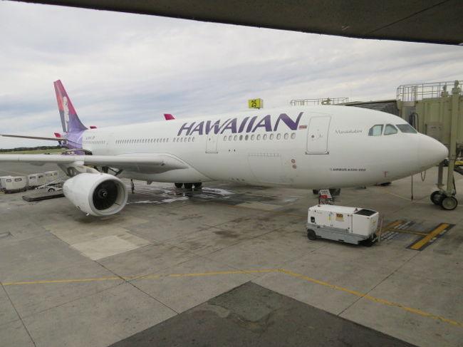 今年のハワイ旅行はJALで行こうと予定していたのに<br />同行の旦那が去年の足元ゆったりシートがいい!の一言で<br />今年もまたまたハワイアン航空のエクストラコンフォートで出発<br />初体験の機械での入国審査やレンタカーについても書いてみました