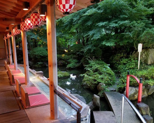 8月28-30の2泊、磐梯熱海温泉の大きな旅館「華の湯」に滞在し、なか日に郡山熱海カントリークラブでゴルフをしてきた。<br />華の湯は、磐梯熱海で一番大きな旅館で、1階にあるお風呂は、露天風呂がたくさんあって楽しかった。<br />郡山熱海カントリークラブは、山の中にありながら、さほどアップダウンがなく、ロッジ風のクラブハウスも味があって、良いゴルフ場だった。