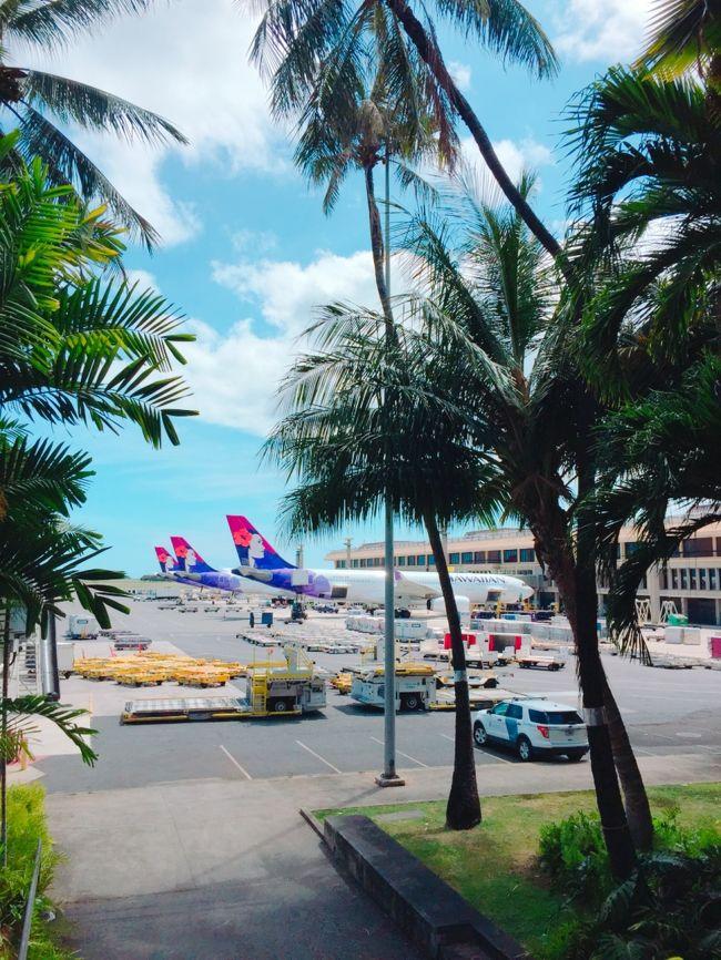 半年前に思い立って計画した 結婚30周年のHawaii旅<br />夫婦2人でハワイへ行くのは新婚旅行以来。。。<br />今回はオアフ島のみ、ほぼワイキキをメインの3泊5日<br /><br />ハワイアン航空のエクストラコンフォート<br />ロイヤルハワイアンホテル宿泊<br /><br />*****************************************************<br /><br />【帰国編】<br />ダニエル・K・イノウエ国際空港のラウンジ<br /><br />飛行機内エクストラコンフォート<br /><br />