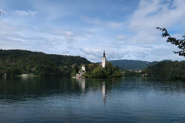 「東欧」に興味を持つようになったきっかけの国、スロベニア。<br />歴史を学ぶ…より大自然を満喫しに行った感じですが…(^^;<br />小さい国なので、リュブリャナに連泊してあちこち回りました。<br /><br />1日目 午前着、リュブリャナ市内<br />2日目 ポストイナ鍾乳洞&洞窟城<br />3日目 ブレッド湖&ボヒニ湖<br />4日目 リュブリャナ市内、午後発<br />