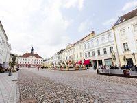 【エストニア】タルトゥ街歩き、まさかのメーデー休館日、地元民も来ては帰る。