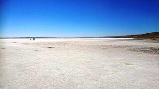 カッパドキアセラミックスで陶器を観た後乾季のトゥズ湖訪問