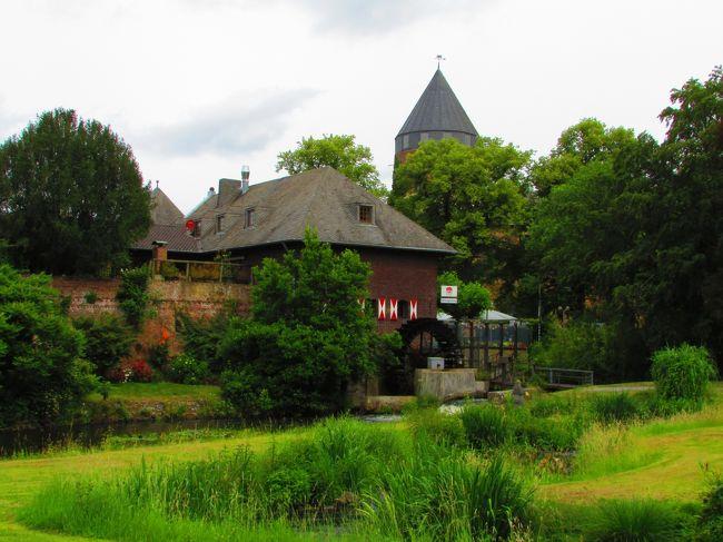 デュッセルドルフから車で1時間、かわいらしい町のブリュッゲンに行ってきました。