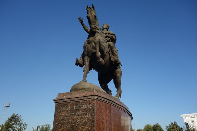 月17日より1週間の日程でウズベキスタンに行ってきました。<br /><br />9月17日夜中、タシケント入り。<br />9月18日朝、特急列車でサマルカンドへ。グルアミール廟&#12316;レギスタン広場&#12316;ウズベク天文台&#12316;シャーヒズィンダ廟群&#12316;ショブバザール&#12316;ビビハニムモスク<br />9月19日、特急列車でブハラへ。ラビハウス&#12316;イスモール・サモーニー廟&#12316;チャシュマ・アイユブ&#12316;デフコンバザール&#12316;ボラハウズ・モスク&#12316;アレク城&#12316;タキ<br />9月20日、ナディール・ディヴァンベキ・メドレセ&#12316;マコギ・アッタリモスク&#12316;カラーン・ミナレット&#12316;ミルアラブメドレセ&#12316;カラーンモスク&#12316;スィトライホセマサ宮殿&#12316;チョルミナル<br />9月21日、特急列車でタシケントへ。日本人墓地&#12316;バラスティ・イマーム広場&#12316;チョルスーバザール&#12316;ウズベキスタン歴史博物館&#12316;ナヴォイ劇場&#12316;ティムール美術館&#12316;ティムール像、その後夜便で帰国<br /><br />9月22日、日本到着