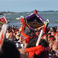 大多喜市街から大原はだか祭へ〜18基の神輿を次々と荒海へ担ぎ込む「汐ふみ」が祭りの華。上半身裸の男たちの筋肉隆々、逞しい肉体美も眩しいです〜