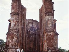 仏教遺跡を巡ってスリランカ=1993年8月③(ポロンナルワを巡り、コロンボで草クリケット?)