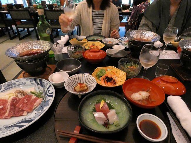 畑毛温泉大仙家のレストランは、ロビー奥のレストラン遊山(ゆうざん)のみで、他に選択の余地はありません。<br /><br />なので、ホテル唯一のレストラン遊山(ゆうざん)で和食中心のコース料理を頂きます。<br />