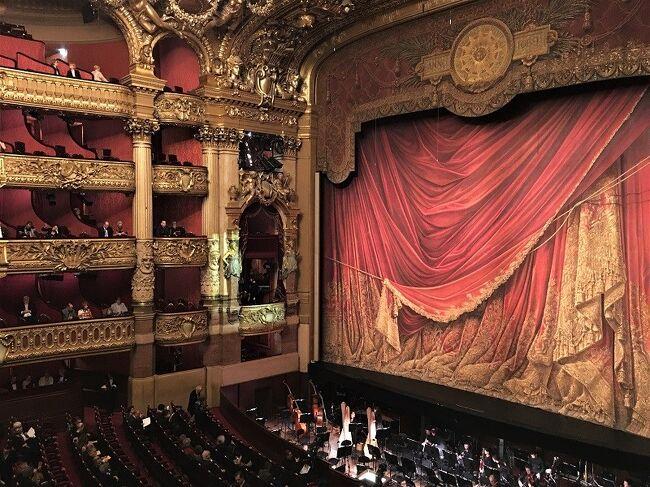 """Le Meurice の宿泊記と,アンジェリーナ,カフェドラペ,リッツ・パリのバー・ヘミングウェイ,Palais Garnier のガラコンサートなどの旅行記。<br />https://youtu.be/diQHTlHv4WI<br /><br />『弾丸 パリ旅行記(ブログ)』は四部構成になっています。他の旅行記は以下のURLからどうぞ。<br />①エミレーツ航空 ファーストクラス (パリ-ドバイ-関西) 搭乗記<br /> https://4travel.jp/travelogue/11400428<br />③オランジュリー美術館 と オルセー美術館 Picasso """"Bleu et rose""""<br /> https://4travel.jp/travelogue/11435289<br />④ランス大聖堂 微笑みの天使 と シャガールのステンドグラス<br />  https://4travel.jp/travelogue/11406445"""
