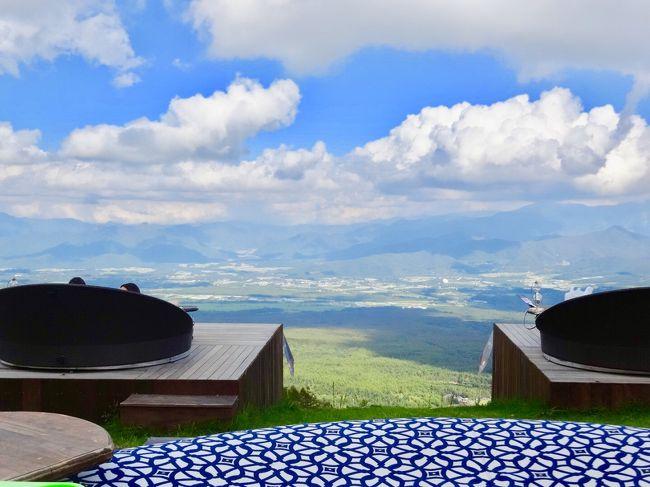 爽やかな青空の下 清里テラスのソファーに寝そべりゆったりと絶景を眺めている映像を見て以来 秋になったら行ってみようと思っていました。そして秋の気配が感じられる晴れた日にいよいよ実行。さらに山梨に行くならと旬のぶどう狩りも楽しんできました。