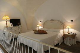美しき南イタリア旅行♪ Vol.312(第10日)☆ガッリーポリ:素敵なホテル「Palazzo Mosco Inn」ジュニアスイートルーム♪