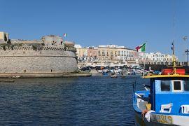 美しき南イタリア旅行♪ Vol.337(第12日)☆ガッリーポリ:朝のガッリーポリ漁港♪