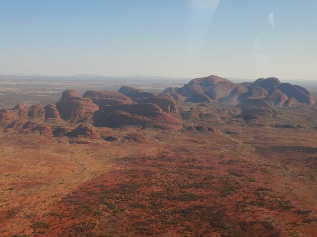 エアーズロック目当てに2回目のオーストラリアへ。<br />前半はシドニー、後半はエアーズロックです。<br />6日目最後はリゾートでゆっくりした後、午後のヘリコプター遊覧飛行ツアーに参加しました。<br /><br /> 8/10 羽田22:20発<br /> 8/11 8:45シドニー着<br />  8/12 ブルーマウンテン観光<br />  8/13 シドニー観光<br /> 8/14 10:05シドニー発→13:15エアーズロック着 カタジュタ&サンセット<br /> 8/15 サンライズ&登山<br />★8/16 エアーズロック ヘリコプター遊覧飛行ツアー  <br />★8/17 13:50ウルル発→17:20シドニー着20:55発→<br /> 8/18  5:30羽田着
