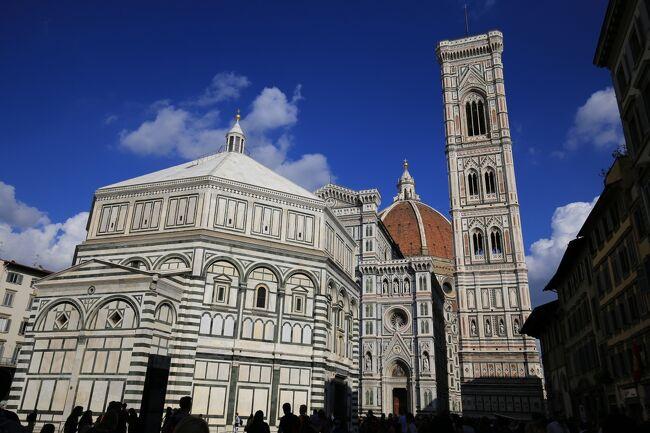 毎年恒例となってしまった凱旋門賞の後はイタリア観光です。<br />水の都ベネツィアからミラノを経由してフィレンツェに入りました。昨日はフィレンツェ到着後すぐにピサの斜塔を1日観光しました。<br />そして今日と明日はフィレンツェをゆっくりまわろうと思います。<br />実はフィレンツェは7年前に1度来た事があるので前回行かなかった観光地を観光する予定です。<br /><br />後半はウフィツィ美術館でレオナルド・ダ・ヴィンチの『受胎告知』を見学。前半でサン・マルコ美術館のフラ・アンジェリコのフレスコ画『受胎告知』も見学したので二つの名画『受胎告知』を見る事ができました。<br /><br />そして最後にピッティ宮殿の裏にあるボーボリ庭園。2013年に新しく世界遺産登録された庭園ですが、必見の場所と思える素晴らしい庭園でした。<br /><br />今回の旅行の目的<br />(1)凱旋門賞観戦 シャンティイ競馬場・芝2400m<br /><br />(2)イタリアの高速列車、フレッチェロッサ(FrecciaRossa)とイタロ     italoに乗車。<br /><br />(3)ベネツィアでゴンドラに乗る。(×)<br /><br />(4)フィレンツェでウフィツィ美術館を見学。<br /><br />(5)ローマで美味しいパスタを食べる。<br /><br />今回の旅の世界遺産<br />登録名:フィレンツェ歴史地区<br />登録年:1982年<br />分類:文化遺産<br /><br />登録名:メディチ家の館と庭園<br />登録年:2013年<br />分類 :文化遺産<br /><br />登録名:ヴェネツィアとその潟<br />登録年:1987年<br />分類 :文化遺産<br /><br />登録名:ピサのドゥオモ広場<br />登録年:1987年<br />分類 :文化遺産<br /><br />登録名:ヴァチカン市国<br />登録年:1984年<br />分類 :文化遺産<br /><br />-全日程-<br />◎が今回の旅行記<br />-全日程-<br />◎が今回の旅行記<br /><br />9月29日(金) <br />広島駅18:39発(さくら567号)博多19:47着<br />福岡21:00分発(JL332)羽田22:35着<br /><br />9月30日(土) <br />大崎25:00分発(WILLER EXPRESS) 成田 <br />成田11:40分発 (JL415) パリ17:10分着<br /><br />10月1日(日) <br />パリ北駅9:41分発(TER)シャンティイ・グヴィユ駅<br />凱旋門賞 観戦<br /><br />10月2日(月) <br />(ベネツィアの空港のストライキにより出発が遅延)<br />午前パリ観光<br />パリ18:05分発 (AF1426) ベニスVCE  19:40分着<br />             <br />10月3日(火) <br />ベネツィア観光<br /><br />10月4日(水) <br />ベネツィア半日観光 <br />ベネツィア駅15:50分発(フレッチェロッサ9744)ミラノ18:15分着<br />      <br />10月5日(木)<br />ミラノ駅9:35分発(イタロ9911)フィレンツェ11:25分着<br />フィレンツェSMN駅12:28分発(レジョナーレ・ヴェローチェ3170) <br />ピサ13:28分着<br />ピサの斜塔観光<br />ピサ駅17:32駅(レジョナーレ・ヴェローチェ3118)  <br />フィレンツェSMN駅18:32着  <br /><br />◎10月6日(金)<br />フィレンツェ観光<br /><br />10月7日(土)<br />フィレンツェ駅9:33分発(イタロ9905)ローマ駅11:05分着<br /><br />10月8日(日)<br />ローマ16:10分発 (AF1105) パリCDG18:20分着<br />パリCDG21:55分発 (JL416)<br /><br />10月9日(月)成田16:30分着<br />成田 (リムジンバス)羽田<br />羽田18:55分発 (JL267) 広島20:40分着<br /><br />写真はサン・ジョヴァンニ洗礼堂とジョットの鐘楼。