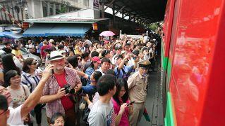 2018 05 バンコク 小旅行 その2 危ない!列車と衝突する海鮮市場を探れ!