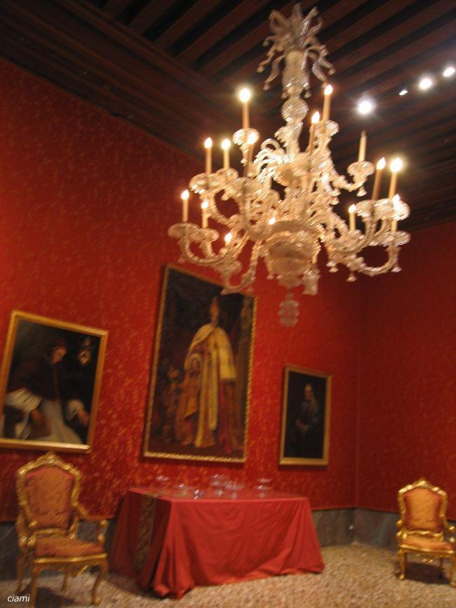 輝くシャンデリアと揺れるお屋敷モチェニゴ宮