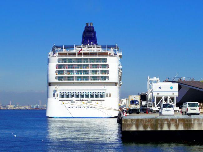 2018年10月6日(土)に、クルーズ・プラネットさん主催で行われた「ノルウェージャン・ジュエル(Norwegian Jewel)」<br />見学会に参加してきました。<br />現在、来年のクルーズはどうしようかと考えている為、参考までに確認してきました。<br />当日は、横浜港大さん橋国際客船ターミナル(大さん橋)で行われました。<br />今回は、乗船から部屋確認(Oceanview with Picture Window・Penthouse with Large Balcony)です。<br /><br />■シップデータ<br />就航年 2005年(2014/2018年改装)<br />船籍 バハマ<br />乗組員数 1069名<br />総トン数 93502トン<br />全長 294m<br />全長 38m<br />喫水 8.5m<br />デッキ数 15デッキ<br />航海速力 25ノット