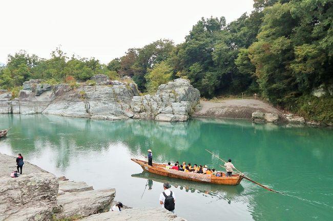 10月の三連休は、妻が母親と沖縄に旅行に行くので、一人きりに。<br />また、実家に帰ることを検討したものの、両親も広島へ旅行に行って不在になるとのこと。<br /><br />そこで、一人で山梨方面に1泊2日で出かけることにしました。<br />山梨県は、富士五湖周辺には時々旅行に行くものの、大月や甲府盆地、八ヶ岳方面は、中央道で通り過ぎるばかりで散策したことのない地域。<br /><br />三連休の最終日、山梨県のドライブからの帰り道、中央道の上りは渋滞が予想されることもあったので、少し遠回りをして秩父、長瀞に立ち寄ることにしました。<br /><br />この旅行の記録は、4冊に分けてまとめています。<br />(下記行程の◆が、本旅行記の該当部分です。)<br /><br />《1日目》<br />◇猿橋(山梨県大月市) <br />◇山梨県立リニア見学センター(山梨県都留市)<br />◇山梨県立まきば公園(山梨県北杜市)<br />◇東沢大橋(山梨県北杜市)<br />◇清里テラス(山梨県北杜市)<br />◇清泉寮(山梨県北杜市)<br />◇野辺山駅(長野県南牧村)<br />◇野辺山電波天文台(長野県南牧村)<br />◇萌木の村(山梨県北杜市)<br />◇山梨県立笛吹川フルーツ公園(山梨県山梨市)(泊)<br /><br />《2日目》<br />◇ほったらかし温泉(山梨県山梨市)<br />◇笛吹市八代ふるさと公園(山梨県笛吹市)<br />◇桔梗屋本社工場(山梨県笛吹市)<br />◇大善寺(山梨県甲州市)<br />◇シャトー勝沼(山梨県甲州市)<br />◆雁坂峠・雁坂トンネル(山梨県甲州市・埼玉県秩父市)<br />◆羊山公園(埼玉県秩父市)<br />◆長瀞・岩畳(埼玉県長瀞町)<br /><br />【総走行距離】<br />1日目:351.6km<br />2日目:342.7km<br />合計:694.3km