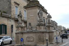 美しき南イタリア旅行♪ Vol.427(第15日)☆美しきマーリエ旧市街 1687年の円柱を眺めて♪
