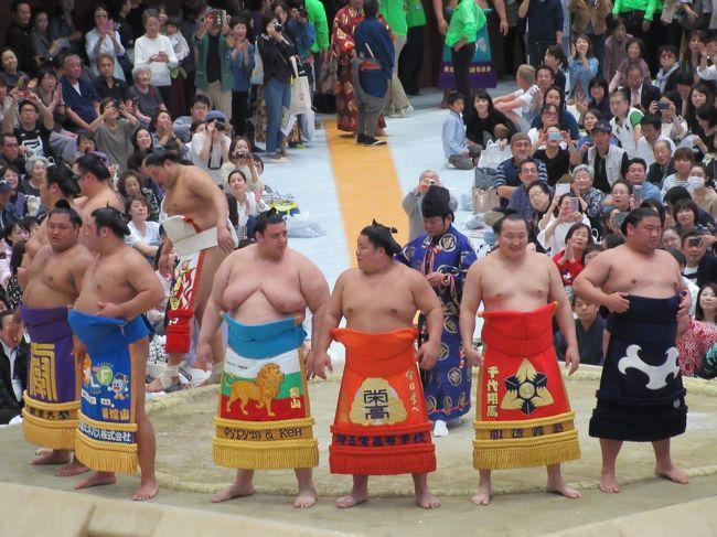 大相撲京都場所2018 | 平成30年10月17日(水)島津アリーナ京都にて開催 <br />http://oozumou-kyotobasho.com/<br /><br />人生で初の、大相撲観戦。<br />まあ、それにしても間近で見るとデカいデカい。<br />取り組みで体が当たると、まるでくるま同士がぶつかったかのような激しい音と衝撃です。<br /><br />平日にもかかわらずに、本当にたくさんの観客でごった返しの様子でした。<br />https://youtu.be/M-a1Dz7dnxY<br /><br />●京都市観光協会  http://www.kyokanko.or.jp/taxi/taxi_0018.phtml