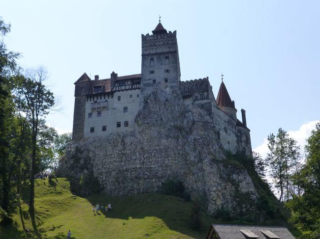 2018年の夏休みは、ほぼ初めての海外1人旅。東欧で行っていなかったルーマニア、ブルガリアとモルドバに行ってみました。<br />3日目。キシナウから寝台列車でブカレストに到着後、すぐに鉄道でブラショフへ。バスでブラン城とプレジュメルの要塞教会をまわりました。<br />4日目は日帰りでシギショアラに行く予定でブラショフ駅に行ったのだけど、列車が満席でチケットが取れず、諦めて午前はブラショフ旧市街、午後からシナイア観光しました。<br /><br /> 8/17 羽田→ドーハ→ブカレスト→キシナウ<br /> 8/18 キシナウ→ティラスポリ→キシナウ→<br />★8/19 →ブカレスト→ブラショフ<br />★8/20 ブラショフ→シナイア→ブラショフ<br />★8/21 ブラショフ→ブカレスト→サニービーチ<br /> 8/22 サニービーチ→ネセバル→ブルガス→カザンラク→ソフィア<br /> 8/23 ソフィア→リラ→ソフィア<br /> 8/24 ソフィア→<br /> 8/25 →ドーハ→羽田