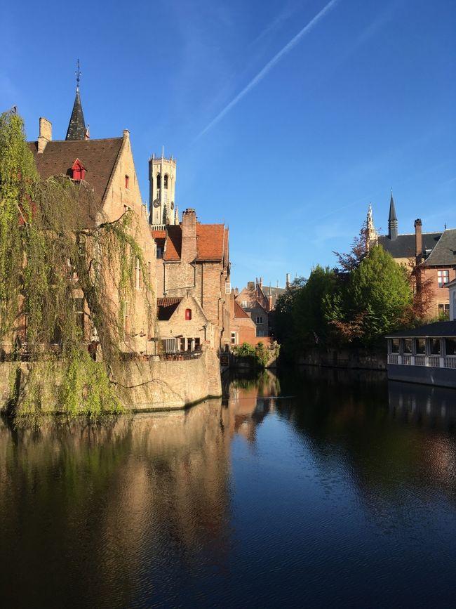 ベルギーはご飯やチョコレートが美味しい、小さい街が結構ある!ということで決めました。せっかく春でオランダのチューリップが見れるということで、オランダも足を延ばすことに。加えてドイツの行ったことがなかったケルンもよることに決めました(^^)移動も鉄道で楽チンです。<br /><br />●4月30日 成田空港~ブリュッセル<br />●5月1日 ブリュッセル~デュルビュイ<br />●5月2日 デュルビュイ~リエージュ~ケルン~ブリュッセル<br />●5月3日 ブリュッセル~キューヘンホフ公園、アムステルダム~ブリュッセル<br />★5月4日 ブリュッセル~ブルージュ<br />★5月5日 ブルージュ~ゲント~アントワープ~ブリュッセル<br />●5月6日 ブリュッセル~成田<br /><br />ブリュッセル空港でテロが起きて1ヶ月後?くらいだったのですが、そのまま行くことに。空港はたしかに帰りはプレハブみたいなところだったりしました。