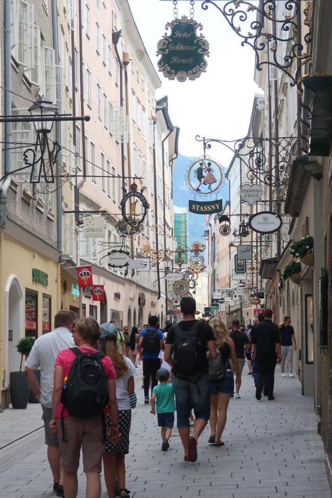 2018年6月25日(月曜日)から7月9日(月曜日)まで14泊15日で、個人手配による夫婦の中欧(ハンガリー、オーストリア、チェコの主要観光地)の旅を楽しんできました。<br /> <br /> さて本旅行記は10本の観光編と2本の番外編で構成しています。<br /><br /> 観光編は、どちらかと言うと備忘録であり、自己満足の記録です。本旅行記は写真と共に、フリー旅行のすばらしさと失敗談、および、こんなことを知りたい等も記しています。 また、番外編は、個人旅行で必要なチケットの買い方など、そして事前にQ&Aで皆様にお聞きしし、自分でも確かめた話題なども記しています。<br /> 尚、ツアー旅行以上に個人旅行では年齢による企画面・実行面で相違が生まれると思います。その意味では、69歳と64歳の夫婦による旅であることを考慮してお読みください。
