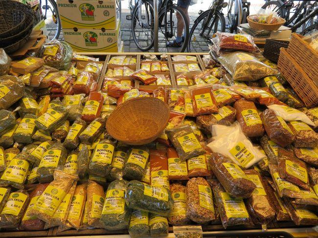 2018年5月9日(水)Stade シュターデ 表紙のフォトは市場で売られている香辛料です♪ドイツは香辛料の種類がとても豊富で、とても安いです。多分、日本が高すぎるのだと思います。<br />今回、こちらで、乾燥パセリ、バジル、白胡椒をゲットさせて頂きました♪<br />※場所はWochenmarkt ファーマーズマーケット♪グーグルの地図で確認できるかと思います。<br />後半のフォトは水郷の中州に建っている Freilichtmuseum 野外博物館の建物です♪<br />時間が少しあったので見学させて頂きました。内容はPart7にて!(^^)!<br /><br />