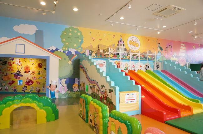 アンパンマン大好きな2歳になったばかりの息子。<br />だがしかし北海道にはアンアパンミュージアムは無いのです( ºΔº )〣<br />横浜のアンパンマンミュージアムに連れていきたいと考えていたけど、調べると愛知にもあるじゃないですか!(正確に言うと三重県!)<br />それなら、愛知に帰省した際に連れて行ってもらおうと計画★アンパンマンミュージアムに行く前に、たっぷりアンパンマンを見せて、おもちゃも買い与え(笑)アンパンマン漬けの日々。<br />ようやくその願いが叶いました♪