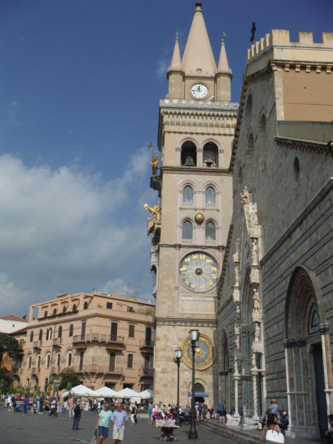 ローマ空港からシチリア島メッシーナまで鉄道と乗ったままのフェリーで移動しました。メッシーナでは地元で有名な時計台のショーを見ました。