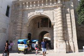 美しき南イタリア旅行♪ Vol.473(第17日)☆美しきポリニャーノ・ア・マーレ旧市街 城門を抜けて♪