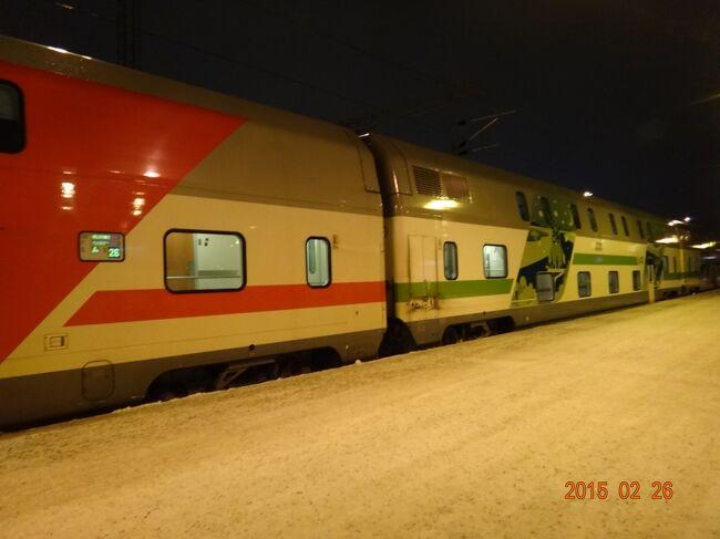 北欧一人旅<br />北極圏近くの ロバ二エミ の街 から夜行列車で<br />フィンランドの首都 ヘルシンキへ。<br /><br />ロバニエミ街からロウソク橋を渡るとオーナスバラ スキー場があります。 半日 スキーが楽しめます。<br />昼頃から、山に向かって左側の中級コースのゲレンデのリフトが動き始めます。<br />スキー場の上にあるホテルからは、スキー場に隣接するも一旦リフト乗り場に降りる必要があります。<br />スキーレンタル、レストランもあり結構快適です。<br />