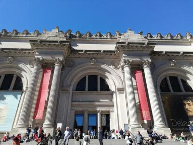 NYでは3日半の観光。主要な観光地を巡ります。<br />2日目は金曜日。お得になる美術館もあり<br />この日しかメトロポリタンの日本語ガイドツアー参加できない。<br />また、メトロポリタンは3日間通える。<br />なので近くでブランチ後、まずはツアーに参加しざっくりと。<br />その後はセントラルパーク反対側にある博物館へ。<br />結構時間がかかり、お得な時間になるため<br />早めに夕食とり、2つの美術館巡り。<br />最後はテラスから素敵な夜景で締めくくり。