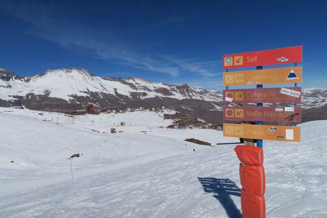 海外ぼっちスキー2018 その3ファイナルはチリに行ってきました!!<br /><br />普段はオーストラリアへ滑りに行くのですが、自分に残されたスキー時間(膝、肩、心が痛い、懐も痛い)を考え、一大決心をしてアルゼンチンとチリの南米スキーに行ってきました。<br /><br />Day3 は首都サンティアゴから東に60kmほどの所にあるバジェネヴァドスキー場( Valle Nevado )に行ってきました。総滑走距離約40kmあって、ゲレンデは標高2,860m~3,670mと嬉しい環境に展開しているスキー場です。<br /><br />結構海外スキーに行っていますが、自分が行くと「数十年の1度の暖冬」とかいうフレーズを耳にし、白銀ワールドが展開されるハズなのに茶色の山景しか見えない!と言う事が良くあります。ここの前に行ったアルゼンチンのスキー場でも雪がなかったので、どうだろう?と思っていましたが、思ったよりも雪が豊富で楽しかったです。 よかった~!!!<br />途中Tシャツで滑られるほど暖かったですが・・・(涙)<br /><br /><br />■旅程<br />Day1-2 8/8(水)-9/9(木)台風で飛ばないか!?と思った・・・<br />名古屋→羽田→成田→シドニー→オークランド→サンティアゴ→メンドーサ<br />日本→シドニーまではJAL771便で、シドニーからサンティアゴはLATAM800便、メンドーサまでLATAM434便 ワンワールド世界一周(周遊?)特典航空券ビジネスクラス利用(150,000マイル)<br /><br />Day3 8/10(金)メンドーサ観光(時差調整として!)<br />Day4 8/11(土)計画:ロスペニテンテススキー場 実績:アルゼンチン・チリ国際鉄道廃線跡めぐり<br />Day5 8/12(日)サンラファエル観光<br />Day6 8/13(月)ラスレーニャススキー場<br />Day7 8/14(火)ラスレーニャススキー場<br />Day8 8/15(水)メンドーサ→サンティアゴへ移動(LATAM431便)<br />Day9 8/16(木)バジェネヴァドスキー場<br />Day10 8/17(金)移動<br />サンティアゴ→オークランド→シドニー(LATAM801)<br />Day11 8/18(土)シドニー観光<br />Day12 8/19(日)帰国<br />シドニー→成田→名古屋(JL772)<br /><br />レポートは以下のページにありますので、良ければ見てください。<br />http://www.soleil1969.com/ski/18ArCi/18valle.html<br /><br />