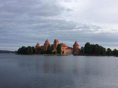 トラカイ城は素朴な中世のお城でした。絵葉書にうってつけ。