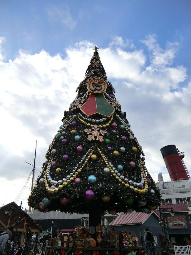 初の三世代ディズニーからひと月ちょっと経ち、また夢の国を訪問するチャンスが!久々のひとりです!ひとりシーでひとりクリスマス!さびシー!<br /><br />なんてね。いや、あたしはほんとに幸せもんでやんす。<br /><br />ずっと行きたかったあのレストランにも行っちゃうんでやんす。<br /><br />一応本日の目標というか、やりたいことを掲げました。<br /><br />・クリスマスのショーを見る<br /><br />・食事は入ったことのない店でする<br /><br />・スーベニアプレート買う<br /><br />さぁどこまでミッションクリアできるのか!見てっておくれでやんす。