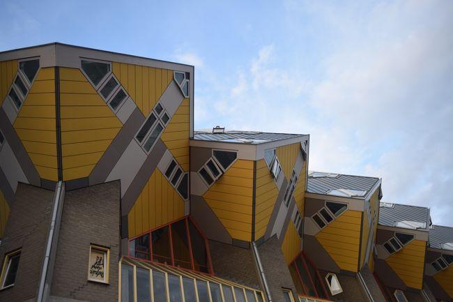 キンデルダイクからウォーターバスでロッテルダムへ戻り、アムステルダム帰るまで約3時間ほど題材しました。古い建物は戦争でほぼ破壊されたらしいですが、モダンで変わった建築物が沢山あって、街を歩いているだけで楽しめました。